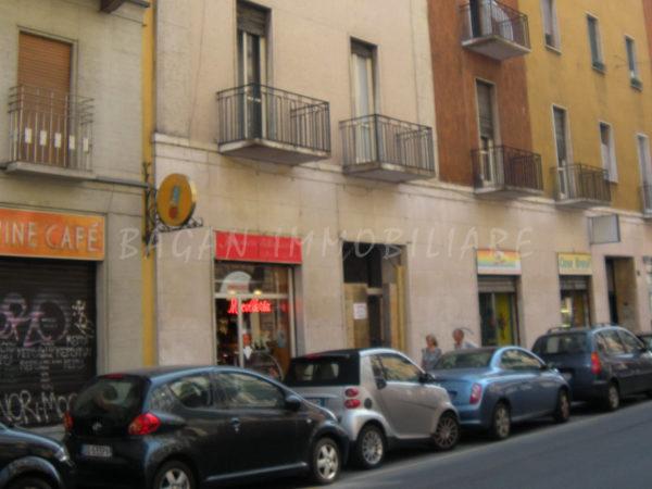 MILANO - Via VOLTA 12 - 1 vetrina