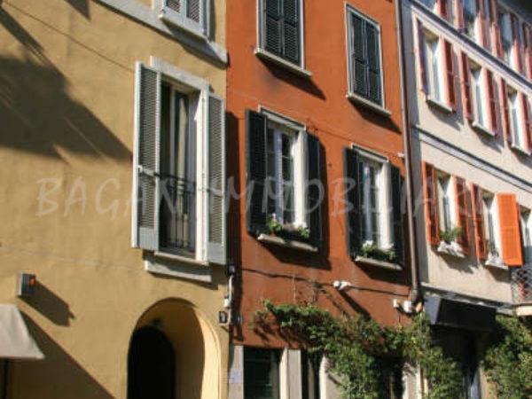 MILANO - Via MADONNINA 9 - III e IV